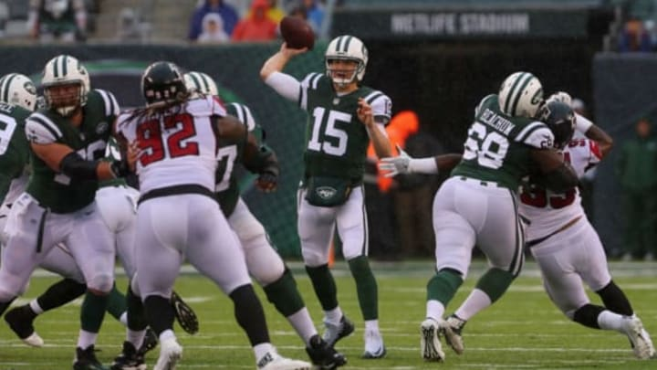 EAST RUTHERFORD, NJ – OCTOBER 29: Quarterback Josh McCown #15 of the New York Jets throws the ball against the Atlanta Falcons during the first half of the game at MetLife Stadium on October 29, 2017 in East Rutherford, New Jersey. (Photo by Ed Mulholland/Getty Images)