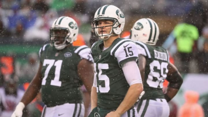 EAST RUTHERFORD, NJ - OCTOBER 29: Quarterback Josh McCown #15 of the New York Jets looks on against the Atlanta Falcons during the fourth quarter of the game at MetLife Stadium on October 29, 2017 in East Rutherford, New Jersey. The Atlanta Falcons won 25-20. (Photo by Al Bello/Getty Images)