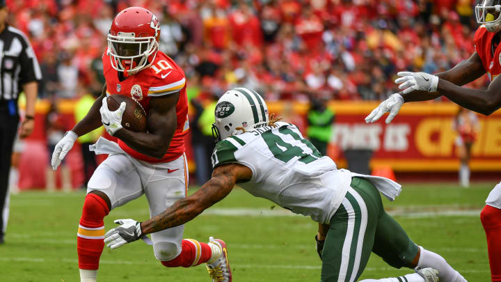 KANSAS CITY, MO – SEPTEMBER 25: Wide receiver Tyreek Hill #10 of the Kansas City Chiefs attempts to run through the tackle of cornerback Buster Skrine #41 of the New York Jets at Arrowhead Stadium during the third quarter of the game on September 25, 2016 in Kansas City, Missouri. (Photo by Peter Aiken/Getty Images)