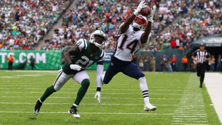 EAST RUTHERFORD, NJ - OCTOBER 15: wide receiver Brandin Cooks #14 of the New England Patriots makes a catch against cornerback Morris Claiborne #21 of the New York Jets during the second quarter of their game at MetLife Stadium on October 15, 2017 in East Rutherford, New Jersey. (Photo by Al Bello/Getty Images)