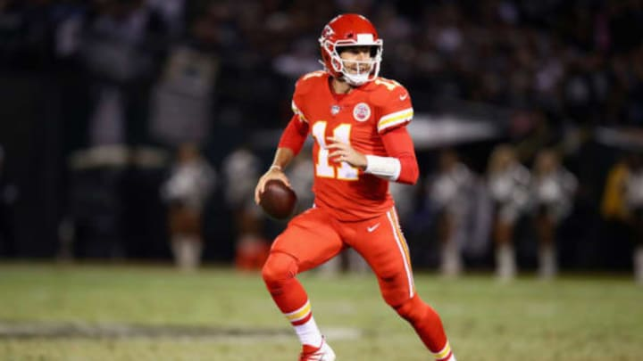 OAKLAND, CA – OCTOBER 19: Alex Smith #11 of the Kansas City Chiefs in action against the Oakland Raiders at Oakland-Alameda County Coliseum on October 19, 2017 in Oakland, California. (Photo by Ezra Shaw/Getty Images)