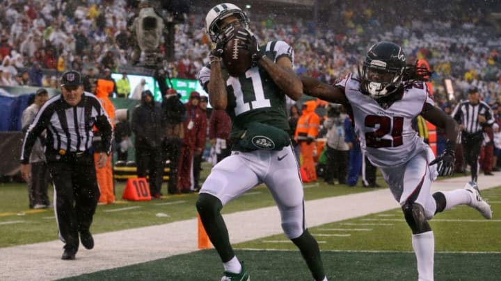 EAST RUTHERFORD, NJ - OCTOBER 29: Wide receiver Robby Anderson #11 of the New York Jets scores a touchdown against cornerback Desmond Trufant #21 of the Atlanta Falcons during the second quarter of the game at MetLife Stadium on October 29, 2017 in East Rutherford, New Jersey. (Photo by Ed Mulholland/Getty Images)
