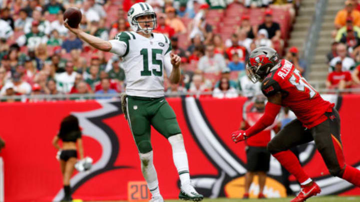 TAMPA, FL – NOVEMBER 12: Quarterback Josh McCown #15 of the New York Jets throws to a receiver while getting pressure from middle linebacker Kwon Alexander #58 of the Tampa Bay Buccaneers during the *** quarter of an NFL football game on November 12, 2017 at Raymond James Stadium in Tampa, Florida. (Photo by Brian Blanco/Getty Images)
