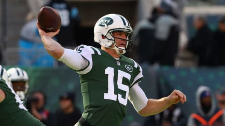 EAST RUTHERFORD, NJ – NOVEMBER 26: Quarterback Josh McCown #15 of the New York Jets passes against the Carolina Panthers during the first quarter of the game at MetLife Stadium on November 26, 2017 in East Rutherford, New Jersey. (Photo by Al Bello/Getty Images)