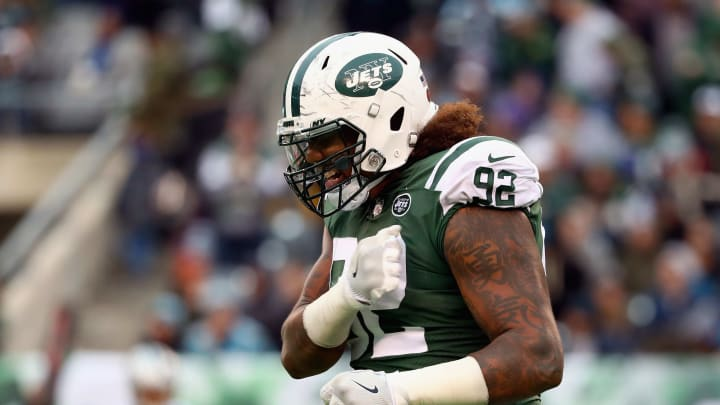 EAST RUTHERFORD, NJ – NOVEMBER 26: Defensive end Leonard Williams #92 of the New York Jets reacts during the third quarter of the game at MetLife Stadium on November 26, 2017 in East Rutherford, New Jersey. (Photo by Al Bello/Getty Images)