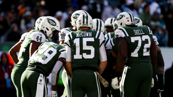 EAST RUTHERFORD, NJ – NOVEMBER 26: Josh McCown #15 of the New York Jets in action against the Carolina Panthers during their game at MetLife Stadium on November 26, 2017 in East Rutherford, New Jersey. (Photo by Al Bello/Getty Images)