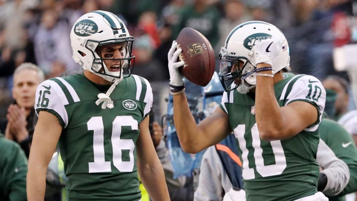 EAST RUTHERFORD, NEW JERSEY – DECEMBER 03: Chad Hansen #16 of the New York Jets celebrates after teammate Jermaine Kearse #10 made a one handed catch for the first down against the Kansas City Chiefs on December 03, 2017 at MetLife Stadium in East Rutherford, New Jersey.The New York Jets defeated the Kansas City Chiefs 38-31. (Photo by Elsa/Getty Images)