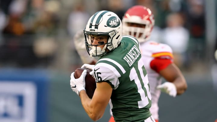 EAST RUTHERFORD, NEW JERSEY – DECEMBER 03: Chad Hansen #16 of the New York Jets makes the catch against the Kansas City Chiefs on December 03, 2017 at MetLife Stadium in East Rutherford, New Jersey.The New York Jets defeated the Kansas City Chiefs 38-31. (Photo by Elsa/Getty Images)