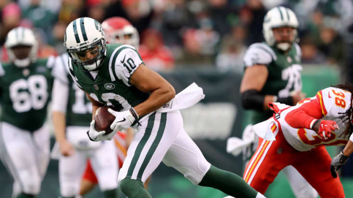 EAST RUTHERFORD, NEW JERSEY - DECEMBER 03: Jermaine Kearse #10 of the New York Jets makes the catch as Ron Parker #38 of the Kansas City Chiefs defends on December 03, 2017 at MetLife Stadium in East Rutherford, New Jersey.The New York Jets defeated the Kansas City Chiefs 38-31. (Photo by Elsa/Getty Images)