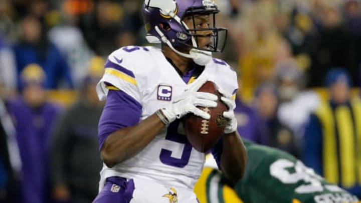 GREEN BAY, WI – JANUARY 03: Teddy Bridgewater #5 of the Minnesota Vikings looks to pass during the first quarter against the Green Bay Packers at Lambeau Field on January 3, 2016 in Green Bay, Wisconsin. (Photo by Jon Durr/Getty Images)