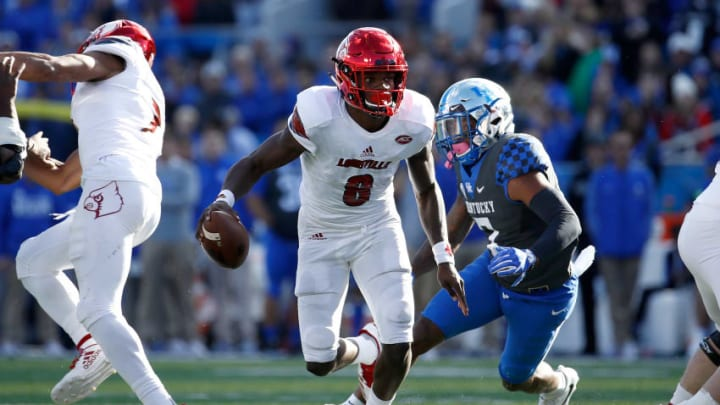 LEXINGTON, KY - NOVEMBER 25: Lamar Jackson #8 of the Louisville Cardinals runs with the ball against the Kentucky Wildcats during the game at Commonwealth Stadium on November 25, 2017 in Lexington, Kentucky. (Photo by Andy Lyons/Getty Images)