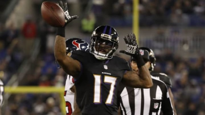 BALTIMORE, MD – NOVEMBER 27: Wide Receiver Mike Wallace #17 of the Baltimore Ravens celebrates after a catch in the fourth quarter against the Houston Texans at M&T Bank Stadium on November 27, 2017 in Baltimore, Maryland. (Photo by Scott Taetsch/Getty Images)