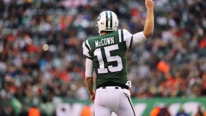EAST RUTHERFORD, NJ – DECEMBER 03: Josh McCown #15 of the New York Jetscelebreates after scoring a touchdown in the first quarter during their game at MetLife Stadium on December 3, 2017 in East Rutherford, New Jersey. (Photo by Abbie Parr/Getty Images)