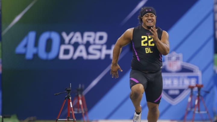 INDIANAPOLIS, IN – MARCH 04: Washington defensive lineman Vita Vea (DL22) runs in the 40 yard dash at Lucas Oil Stadium on March 4, 2018 in Indianapolis, Indiana. (Photo by Michael Hickey/Getty Images)