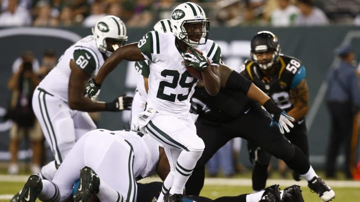 EAST RUTHERFORD, NJ – AUGUST 17: Bilal Powell #29 of the New York Jets runs the ball against the Jacksonville Jaguars during their preseason game at MetLife Stadium on August 17, 2013 in East Rutherford, New Jersey. (Photo by Jeff Zelevansky/Getty Images)