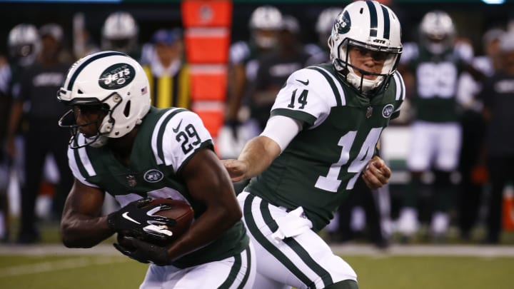 EAST RUTHERFORD, NJ – AUGUST 24: Sam Darnold #14 of the New York Jets hands off to Bilal Powell #29 of the New York Jets during their preseason game against the New York Giants at MetLife Stadium on August 24, 2018 in East Rutherford, New Jersey. (Photo by Jeff Zelevansky/Getty Images)