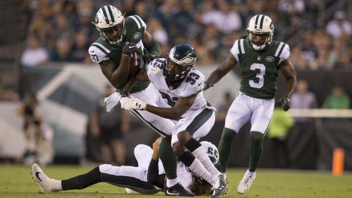 PHILADELPHIA, PA – AUGUST 30: Clive Walford #87 of the New York Jets catches a pass and is tackled by Joe Walker #59 and DeVante Bausby #33 of the Philadelphia Eagles in the first quarter during the preseason game at Lincoln Financial Field on August 30, 2018 in Philadelphia, Pennsylvania. (Photo by Mitchell Leff/Getty Images)