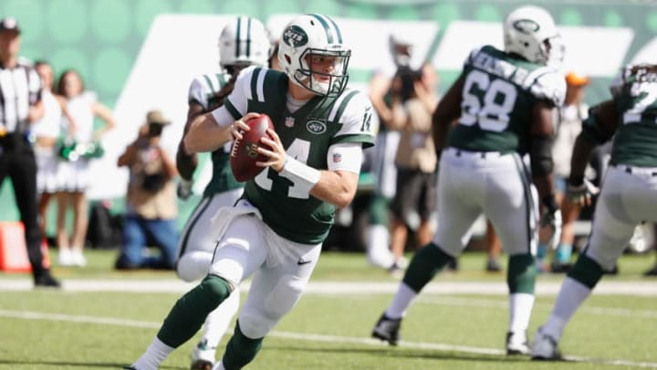 EAST RUTHERFORD, NJ - SEPTEMBER 16: Quarterback Sam Darnold #14 of the New York Jets looks to pass against the Miami Dolphins during the first half at MetLife Stadium on September 16, 2018 in East Rutherford, New Jersey. The Miami Dolphins won 20-12. (Photo by Michael Owens/Getty Images)