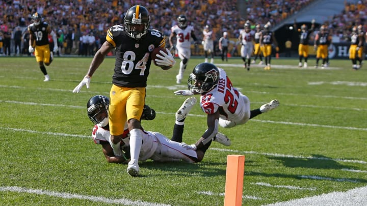 PITTSBURGH, PA – OCTOBER 07: Antonio Brown #84 of the Pittsburgh Steelers runs into the end zone for a 47 yard touchdown reception in front of Damontae Kazee #27 of the Atlanta Falcons and Robert Alford #23 in the second half during the game at Heinz Field on October 7, 2018 in Pittsburgh, Pennsylvania. (Photo by Justin K. Aller/Getty Images)