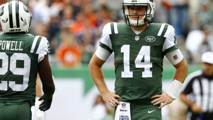 EAST RUTHERFORD, NEW JERSEY - OCTOBER 07: Sam Darnold #14 of the New York Jets looks on against the Denver Broncos during the first half in the game at MetLife Stadium on October 07, 2018 in East Rutherford, New Jersey. (Photo by Mike Stobe/Getty Images)