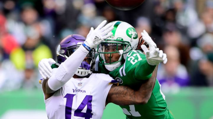 EAST RUTHERFORD, NJ - OCTOBER 21: Darryl Roberts #27 of the New York Jets breaks up a pass intended for Stefon Diggs #14 of the Minnesota Vikings during the first quarter at MetLife Stadium on October 21, 2018 in East Rutherford, New Jersey. (Photo by Steven Ryan/Getty Images)