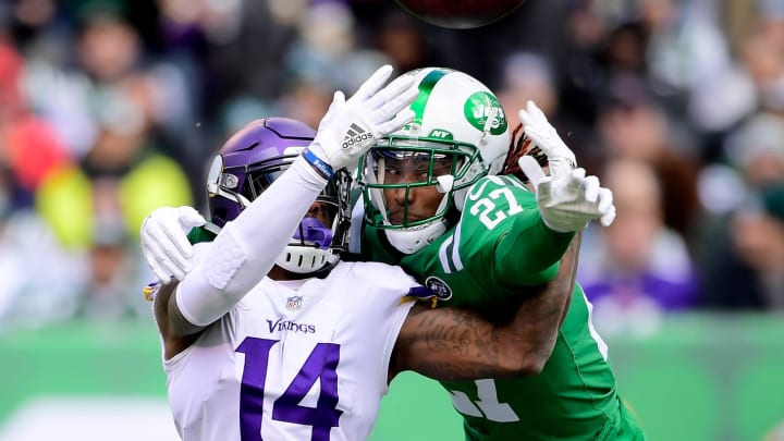 EAST RUTHERFORD, NJ – OCTOBER 21: Darryl Roberts #27 of the New York Jets breaks up a pass intended for Stefon Diggs #14 of the Minnesota Vikings during the first quarter at MetLife Stadium on October 21, 2018 in East Rutherford, New Jersey. (Photo by Steven Ryan/Getty Images)