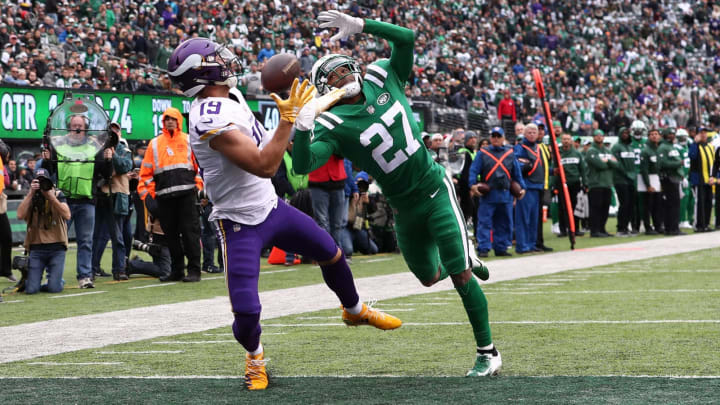 EAST RUTHERFORD, NJ – OCTOBER 21: Adam Thielen #19 of the Minnesota Vikings catches a touchdown against Darryl Roberts #27 of the New York Jets in the first quarter during their game at MetLife Stadium on October 21, 2018 in East Rutherford, New Jersey. (Photo by Al Bello/Getty Images)