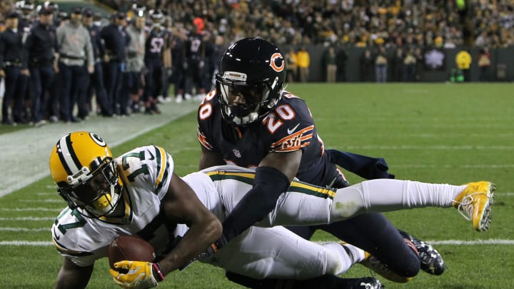 GREENBAY, WI – OCTOBER 20: Wide receiver Davante Adams #17 of the Green Bay Packers scores a third quarter touchdown against cornerback DeVante Bausby #20 of the Chicago Bears at Lambeau Field on October 20, 2016 in Green Bay, Wisconsin. (Photo by Dylan Buell/Getty Images)