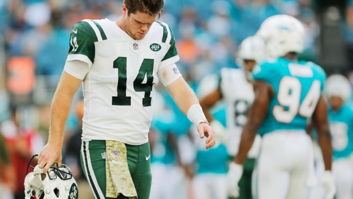 MIAMI, FL – NOVEMBER 04: Sam Darnold #14 of the New York Jets reacts in the fourth quarter of their game against the Miami Dolphins at Hard Rock Stadium on November 4, 2018 in Miami, Florida. (Photo by Michael Reaves/Getty Images)