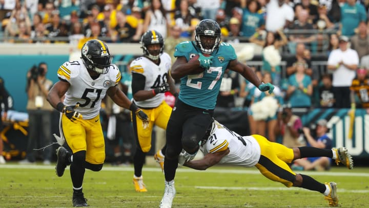 JACKSONVILLE, FL – NOVEMBER 18: Leonard Fournette #27 of the Jacksonville Jaguars runs with the ball during the second half against the Pittsburgh Steelers at TIAA Bank Field on November 18, 2018 in Jacksonville, Florida. (Photo by Scott Halleran/Getty Images)