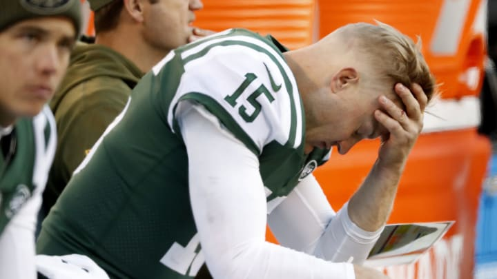 EAST RUTHERFORD, NEW JERSEY – NOVEMBER 11: Josh McCown #15 of the New York Jets reacts in the fourth quarter at MetLife Stadium on November 11, 2018 in East Rutherford, New Jersey. The Buffalo Bills defeated the New York Jets 41-10. (Photo by Michael Owens/Getty Images)