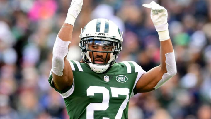 EAST RUTHERFORD, NEW JERSEY - NOVEMBER 25: Darryl Roberts #27 of the New York Jets rallies the fans during the second quarter against the New England Patriots at MetLife Stadium on November 25, 2018 in East Rutherford, New Jersey. (Photo by Sarah Stier/Getty Images)