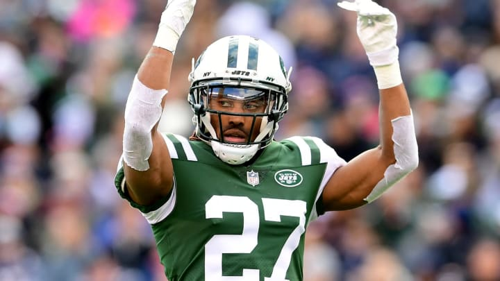 EAST RUTHERFORD, NEW JERSEY – NOVEMBER 25: Darryl Roberts #27 of the New York Jets rallies the fans during the second quarter against the New England Patriots at MetLife Stadium on November 25, 2018 in East Rutherford, New Jersey. (Photo by Sarah Stier/Getty Images)