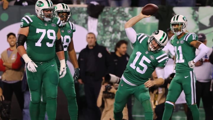 EAST RUTHERFORD, NJ – NOVEMBER 02: Quarterback Josh McCown #15 of the New York Jets spikes the ball in celebration of scoring a touchdown against the Buffalo Bills during the first quarter of the game at MetLife Stadium on November 2, 2017 in East Rutherford, New Jersey. (Photo by Elsa/Getty Images)