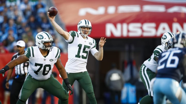 NASHVILLE, TN – DECEMBER 2: Josh McCown #15 of the New York Jets throws a pass against the Tennessee Titans during the first quarter at Nissan Stadium on December 2, 2018 in Nashville, Tennessee. (Photo by Wesley Hitt/Getty Images)