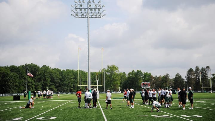 FLORHAM PARK, NJ – AUGUST 07: Members of the New York Jets take part in the morning walk through at NY Jets Practice Facility on August 7, 2011 in Florham Park, New Jersey. (Photo by Patrick McDermott/Getty Images)
