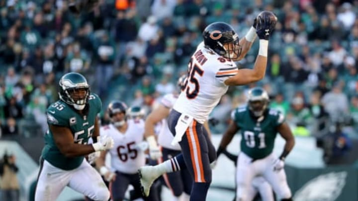 PHILADELPHIA, PA – NOVEMBER 26: Daniel Brown #85 of the Chicago Bears makes the catch as Brandon Graham #55 of the Philadelphia Eagles defends in the second half on November 26, 2017 at Lincoln Financial Field in Philadelphia, Pennsylvania. (Photo by Elsa/Getty Images)