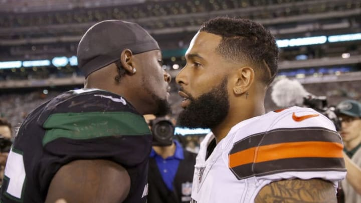 EAST RUTHERFORD, NEW JERSEY - SEPTEMBER 16: Le'Veon Bell #26 of the New York Jets and Odell Beckham Jr. #13 of the Cleveland Browns talk after the game at MetLife Stadium on September 16, 2019 in East Rutherford, New Jersey. (Photo by Elsa/Getty Images)