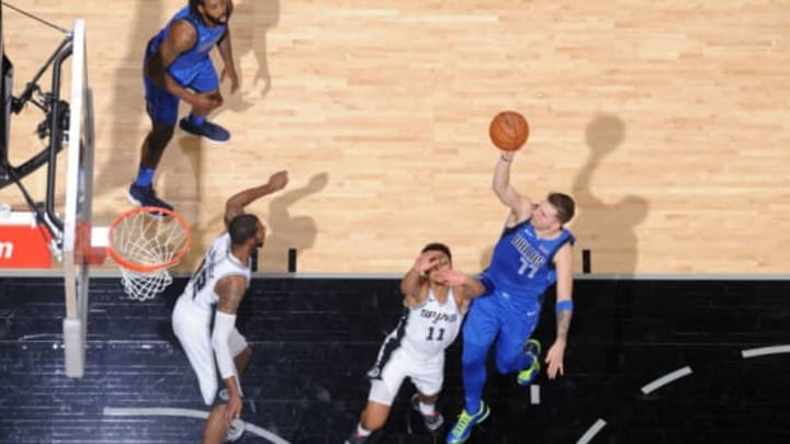 SAN ANTONIO, TX – OCTOBER 29: Luka Doncic #77 of the Dallas Mavericks shoots he ball against the San Antonio Spurs on October 29, 2018 at the AT&T Center in San Antonio, Texas. NOTE TO USER: User expressly acknowledges and agrees that, by downloading and or using this photograph, user is consenting to the terms and conditions of the Getty Images License Agreement. Mandatory Copyright Notice: Copyright 2018 NBAE (Photos by Mark Sobhani/NBAE via Getty Images)