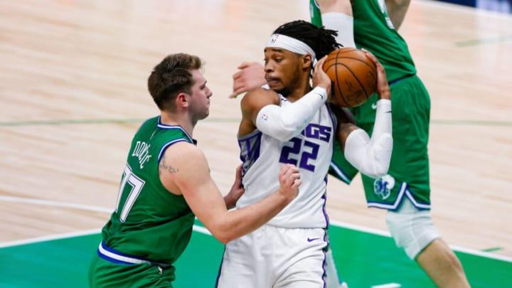 Dallas Mavericks Luka Doncic Richaun Holmes Mandatory Credit: Andrew Dieb-USA TODAY Sports