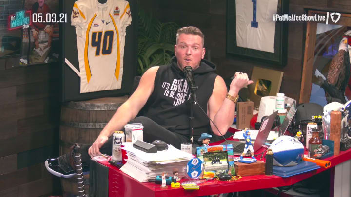 Julian Edelman Responds to Talks of Him Going to Tampa – The Pat McAfee Show