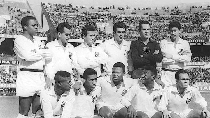 Santos de Pelé é considerado o maior time do futebol brasileiro
