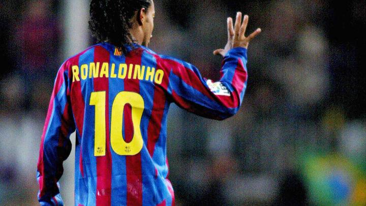 Barcelona's Ronaldinho of Brazil signs a