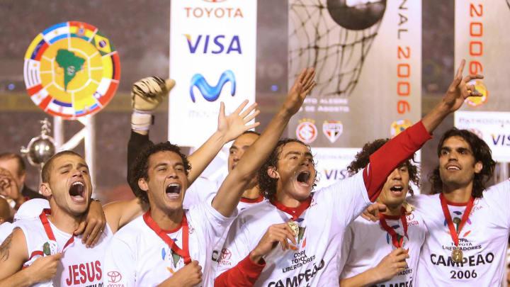 Internacional's footballers celebrate th