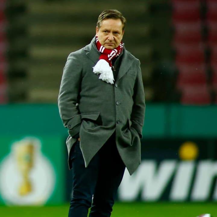 Horst Heldt muss für einen Punkte-Januar sorgen - mit oder ohne Gisdol