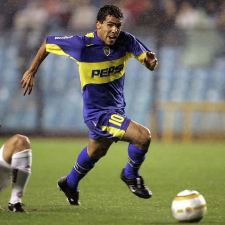 Argentine Carlos Tevez (R) of Boca Junio
