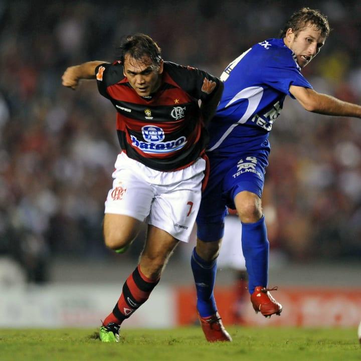 Brazil's Flamengo Dejan Petkovic (L)