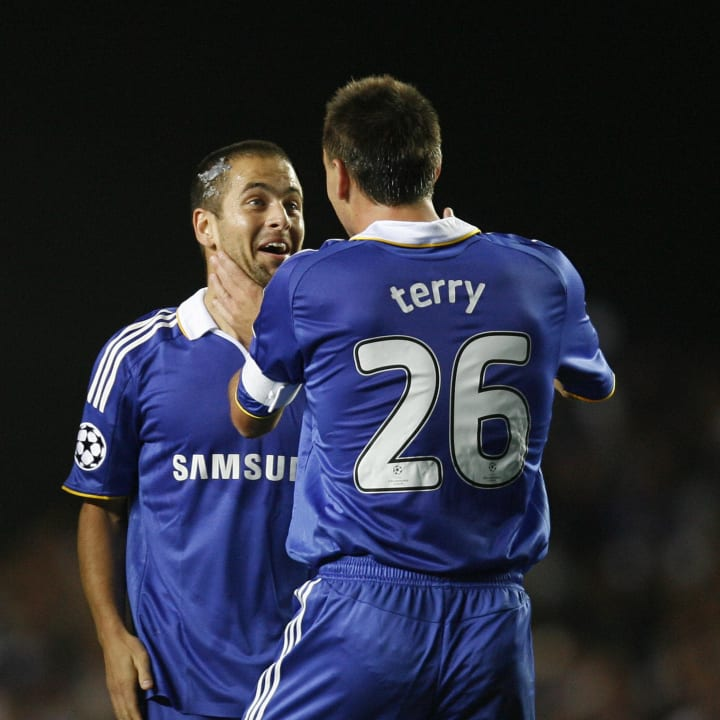 Chelsea's Joe Cole (L) celebrates his go