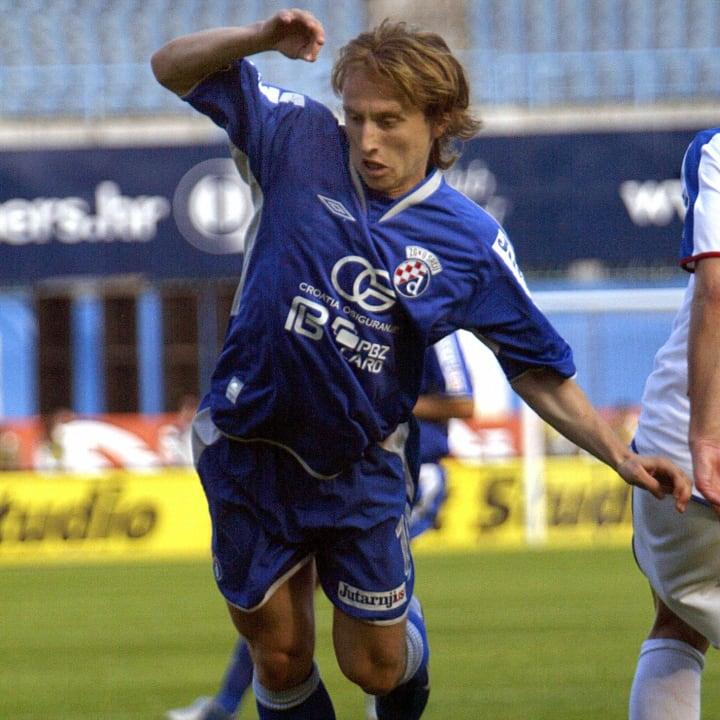 Dinamo Zagreb's forward Luka Modric chas