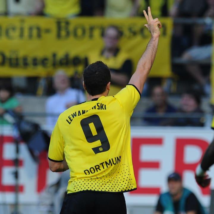 Dortmund's striker Robert Lewndowski cel